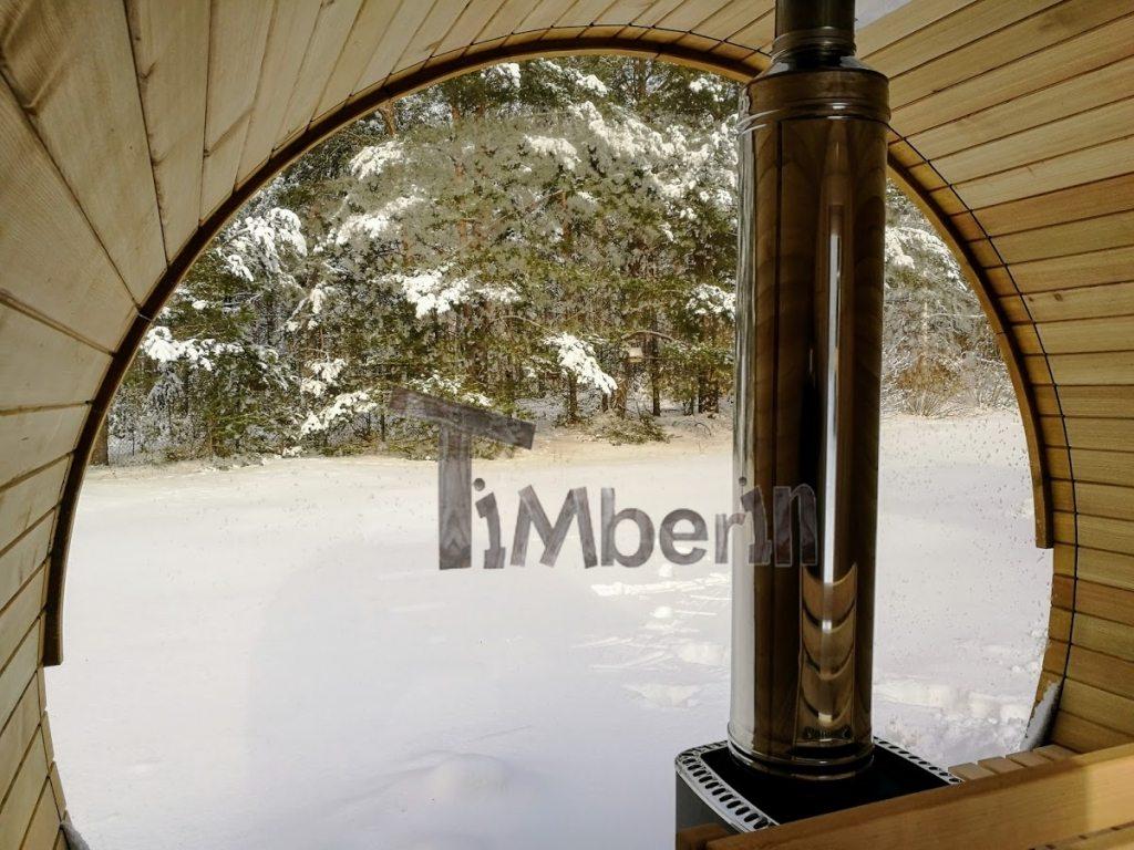 Sauna en plein air avec fenêtre panoramique en hiver