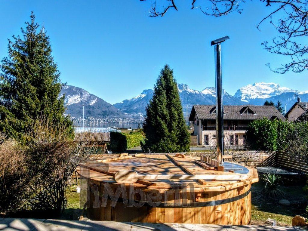 Un projet de jacuzzi en bois a été réalisé en France